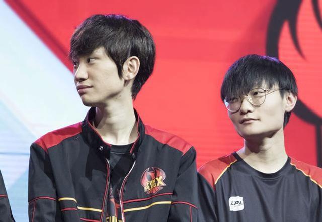 MC LPL tiết lộ cảnh hậu trường của FPX, hành động của Doinb dành cho Tian khiến fan vô cùng bất ngờ - Ảnh 1.