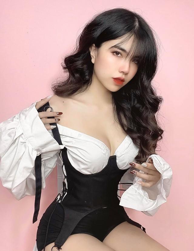 Hoàn thành công việc MC, Mai Dora bất ngờ thả dáng trong bộ đồ bơi hai mảnh, fan trầm trồ không ngớt - Ảnh 10.