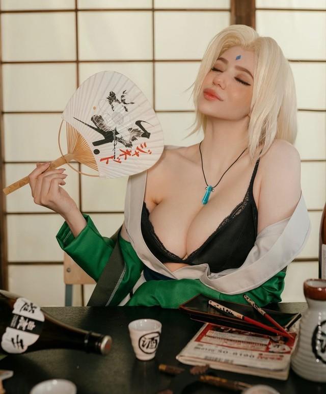 Naruto: Ngắm cosplay đệ ngũ Tsunade mà CĐM bối rối thốt lên Bà già U50 mà đẹp quá! - Ảnh 3.