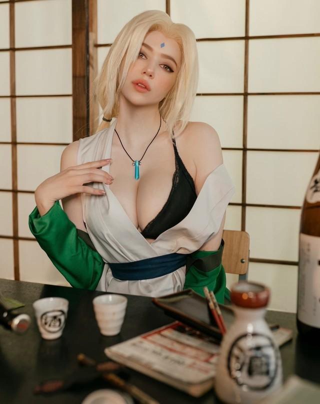 Naruto: Ngắm cosplay đệ ngũ Tsunade mà CĐM bối rối thốt lên Bà già U50 mà đẹp quá! - Ảnh 1.