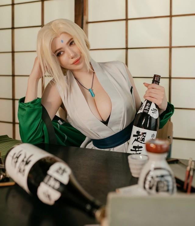 Naruto: Ngắm cosplay đệ ngũ Tsunade mà CĐM bối rối thốt lên Bà già U50 mà đẹp quá! - Ảnh 2.