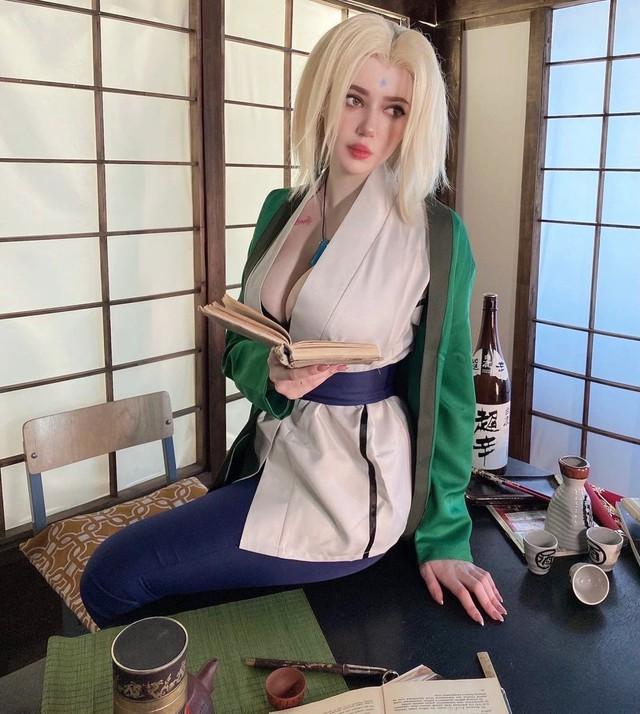 Naruto: Ngắm cosplay đệ ngũ Tsunade mà CĐM bối rối thốt lên Bà già U50 mà đẹp quá! - Ảnh 4.
