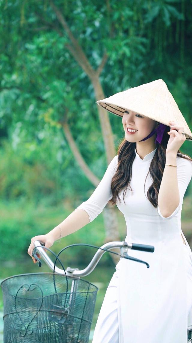 """Ngày ấy - Bây giờ: MC Thảo Trang và hành trình nhuộm sắc của """"bông hồng gai"""" - Ảnh 2."""