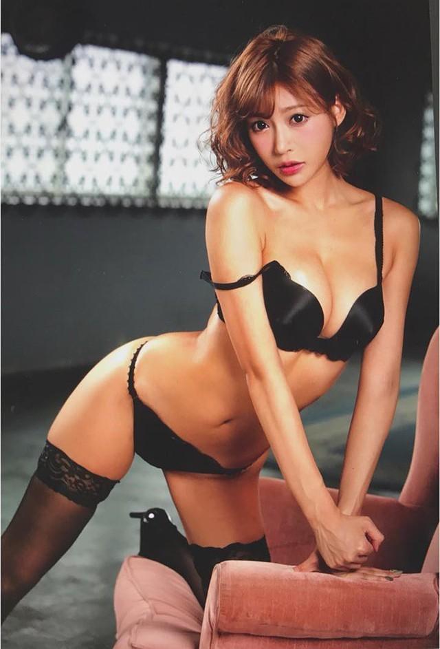 BXH các nàng hot girl phim 18+ được yêu quý nhất, Yua Mikami vững hạng đầu, Yui Hatano bật bãi top 10 vì quá già - Ảnh 7.