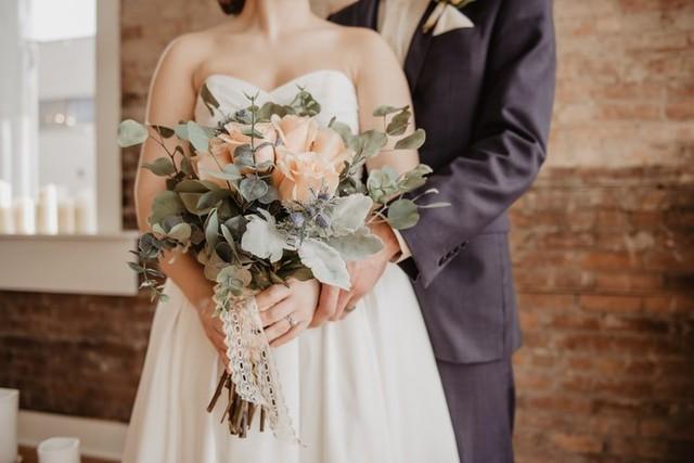 Không làm mà vẫn có ăn, thanh niên kết hôn 4 lần trong 37 ngày để nghỉ phép có lương - Ảnh 1.
