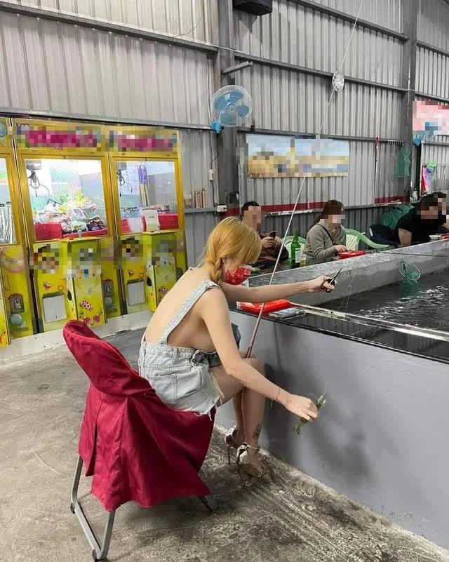 Thả rông 100% khi đi câu hải sản, nàng hot girl khiến CĐM phải bỏng mắt, hỏa tốc tìm info - Ảnh 1.