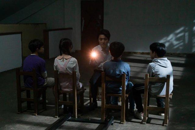 Thêm một bộ phim Hàn Quốc khai thác đề tài thôi miên - yếu tố rùng rợn bậc nhất của dòng phim kinh dị - Ảnh 6.