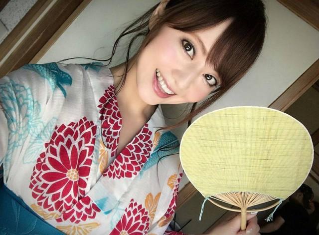 Nghỉ hưu, tuyên bố không khoe ngực nữa, thánh nữ Akiho Yoshizawa gây sốc với gương mặt biến dạng tới khó tin - Ảnh 2.