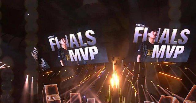 Đánh bại FunPlus Phoenix, Royal Never Give Up không cần Uzi vẫn vô địch LPL Mùa Xuân 2021 - Ảnh 3.