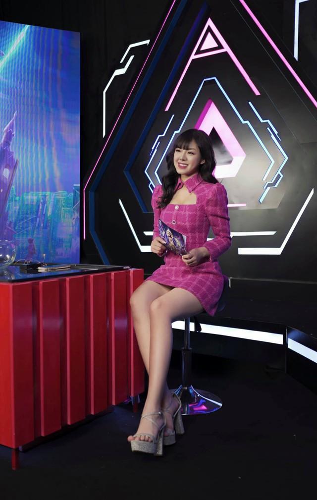 Không lung linh như trên sóng live, nữ MC xinh đẹp tại PMPL S3 hé lộ: Thức khuya, rơi nước mắt vì nhiều áp lực! - Ảnh 9.