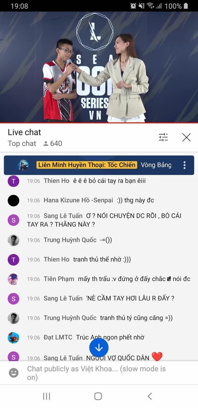 """Tranh thủ """"đụng chạm"""" nàng MC quốc dân của Tốc Chiến, tuyển thủ bị CĐM mắng ngay trên livestream - Ảnh 1."""