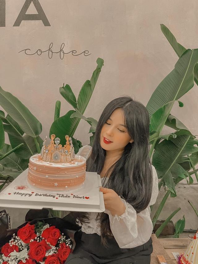 Bánh kem mừng sinh nhật Thảo Nari ghi dòng chữ lạ, fan nghi ngờ cô đã có tin vui  - Ảnh 6.