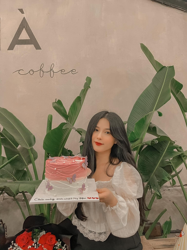 Bánh kem mừng sinh nhật Thảo Nari ghi dòng chữ lạ, fan nghi ngờ cô đã có tin vui  - Ảnh 3.