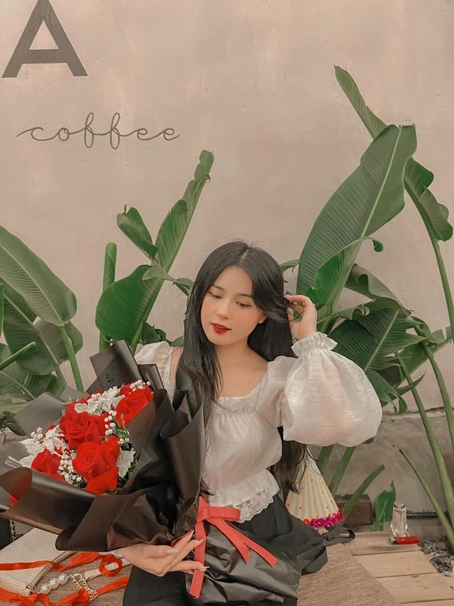 Bánh kem mừng sinh nhật Thảo Nari ghi dòng chữ lạ, fan nghi ngờ cô đã có tin vui  - Ảnh 2.