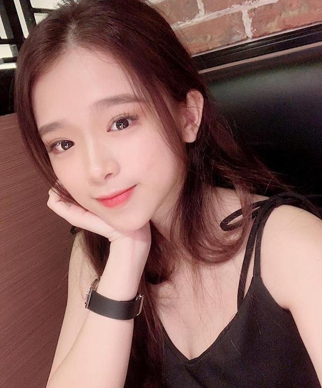 Khoe nhan sắc gợi cảm ở tuổi 19, Linh Ka vẫn nhận phải không ít ý kiến trái chiều, bị đặt nghi vấn về vòng một - Ảnh 4.