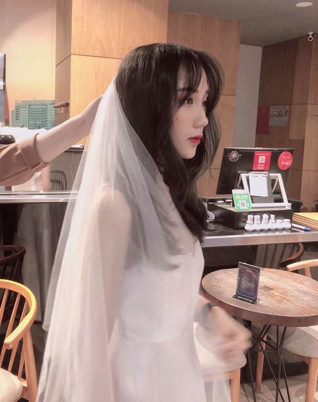 Khoe hình mặc bikini sexy, Mina Young còn bắt trend viết cap giống Sơn Tùng M-TP khiến fan phấn khích - Ảnh 6.