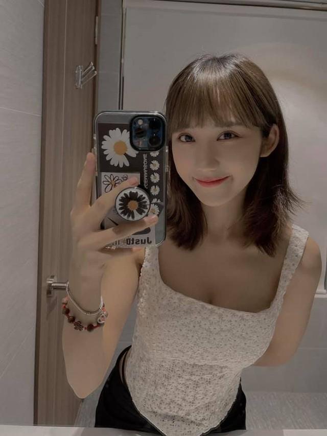 Khoe hình mặc bikini sexy, Mina Young còn bắt trend viết cap giống Sơn Tùng M-TP khiến fan phấn khích - Ảnh 9.