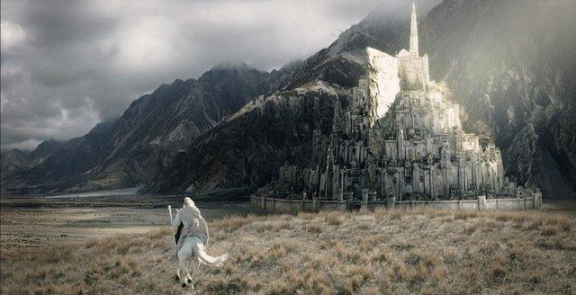 Lướt nhanh những thế giới huyền bí hấp dẫn đã xuất hiện trên màn ảnh rộng - Ảnh 1.