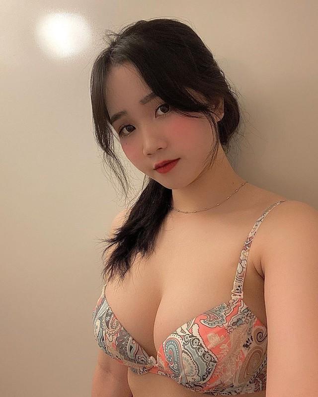 nàng hot girl Việt hút hàng trăm ngàn lượt follow, nổi tiếng bất ngờ Photo-1-1619704482800896670905