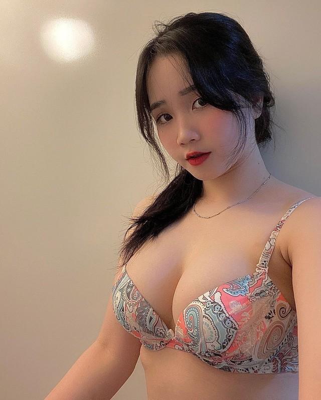 nàng hot girl Việt hút hàng trăm ngàn lượt follow, nổi tiếng bất ngờ Photo-1-1619704656873506589822