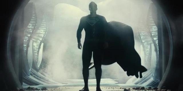 Phản diện mạnh nhất DC Comics lộ diện và 10 chi tiết fan service đắt giá xuất hiện trong Zack Snyder's Justice League - Ảnh 1.