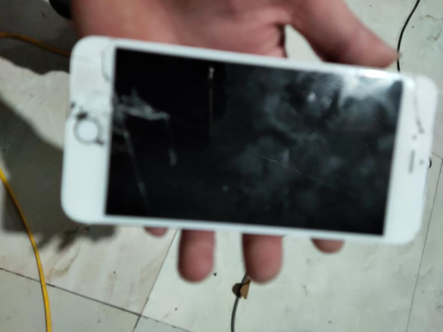Đập vỡ nát iPhone khi chơi Tốc Chiến, game thủ không kìm được sự ức chế vì vấn đề muôn thuở của tựa game này - Ảnh 3.