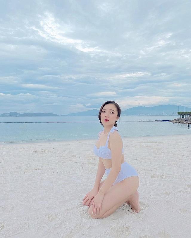 """""""Nấm lùn"""" như Phương Thảo, nữ MC """"tuyệt sắc Liên Quân vẫn sexy gợi cảm trong những shoot hình bikini - Ảnh 4."""
