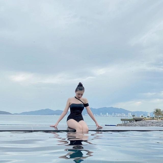 """""""Nấm lùn"""" như Phương Thảo, nữ MC """"tuyệt sắc Liên Quân vẫn sexy gợi cảm trong những shoot hình bikini - Ảnh 6."""