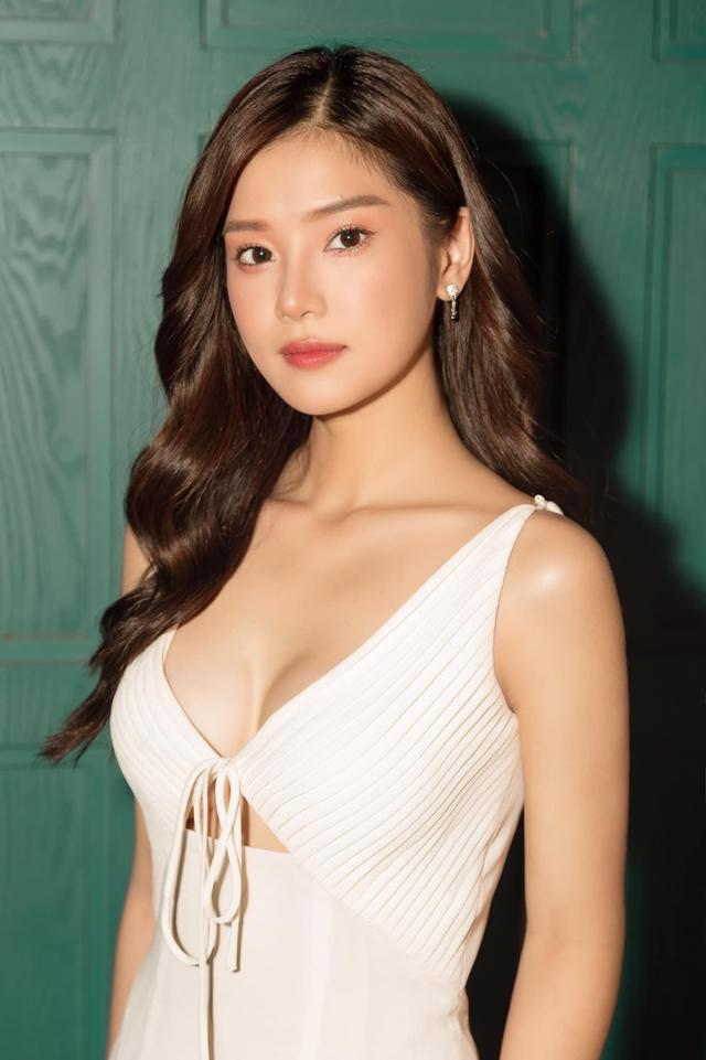"""2000 trận chỉ một tướng, girl 1 champ Hoàng Yến Chibi khoe tâm hồn căng mọng, đập tan tin đồn """"màn hình phẳng"""" - Ảnh 2."""