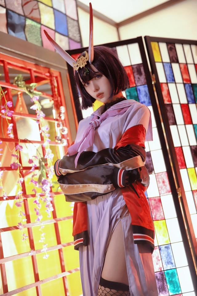 Cosplay nữ quỷ trong Fate/Grand Order, nàng hot girl thiêu đốt mọi ánh nhìn với vẻ đẹp rạng rỡ không muốn rời - Ảnh 2.
