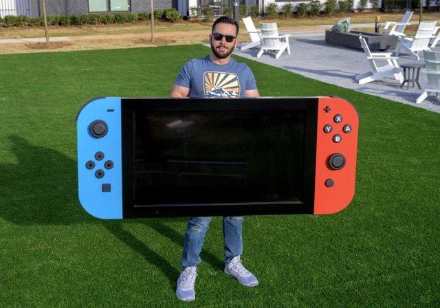 Game thủ tạo ra phiên bản siêu to khổng lồ của Nintendo Switch - Ảnh 1.