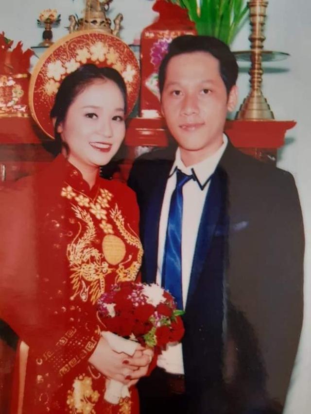 Loạt ảnh cưới của Thầy Giáo Ba bất ngờ được lan truyền, CĐM ngỡ ngàng với nhan sắc thời con gái của cô Panda 001