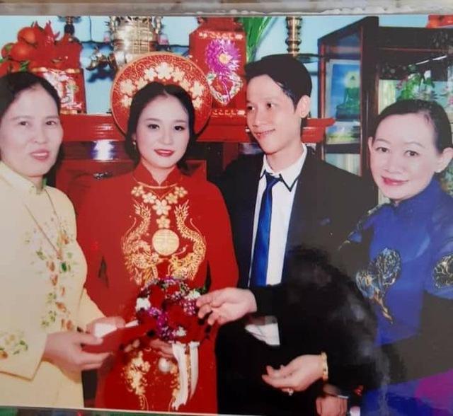 Loạt ảnh cưới của Thầy Giáo Ba bất ngờ được lan truyền, cộng đồng ngỡ ngàng với nhan sắc thời con gái của cô Panda - Ảnh 4.