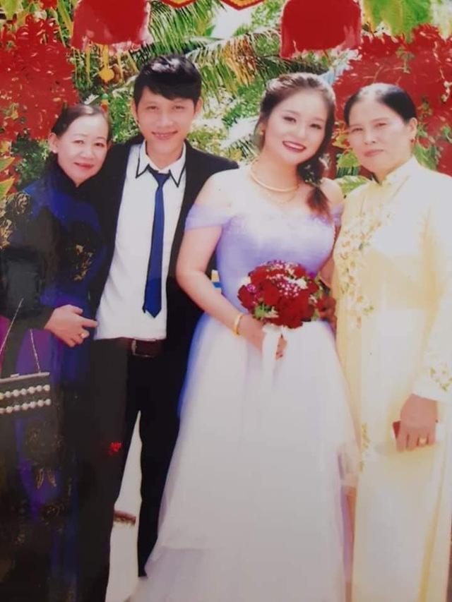 Loạt ảnh cưới của Thầy Giáo Ba bất ngờ được lan truyền, CĐM ngỡ ngàng với nhan sắc thời con gái của cô Panda 008
