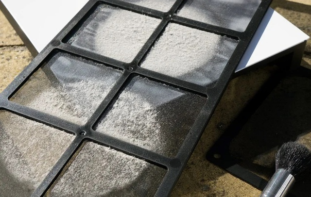 Đừng vệ sinh miếng lọc bụi trong thùng case PC thường xuyên, để bẩn bẩn nó lọc tốt hơn - Ảnh 1.