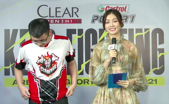 """Đứng cạnh MC Bảo Hằng, cái tay của tuyển thủ Cerberus có """"hành động lạ khiến fan chú ý - Ảnh 3."""