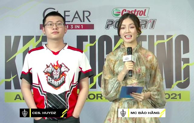 """Đứng cạnh MC Bảo Hằng, cái tay của tuyển thủ Cerberus có """"hành động lạ khiến fan chú ý - Ảnh 4."""