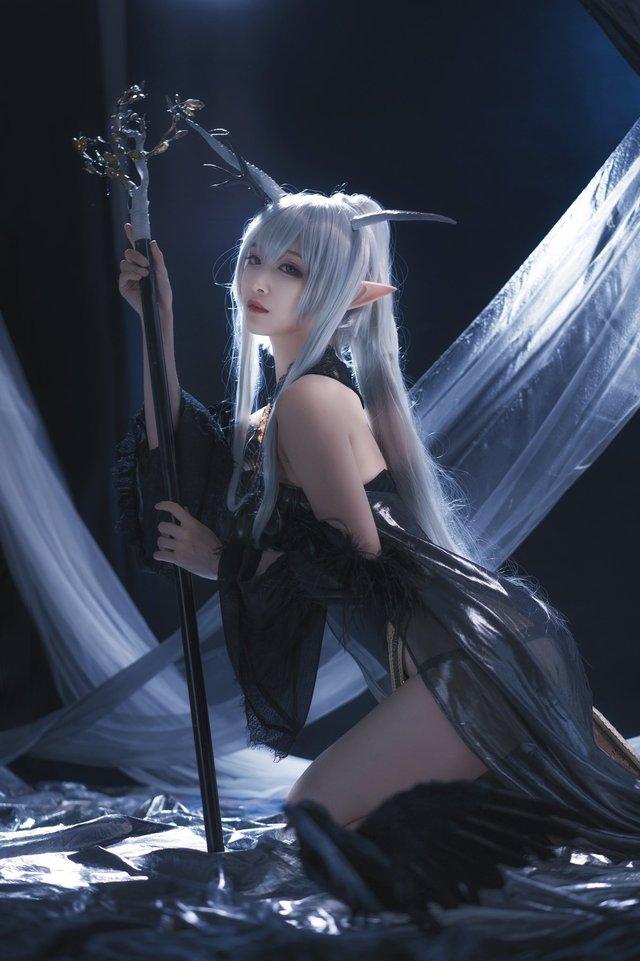 Nàng Shining trong Arknights xinh đẹp và gợi cảm như này bảo sao được lòng game thủ đến thế! - Ảnh 5.