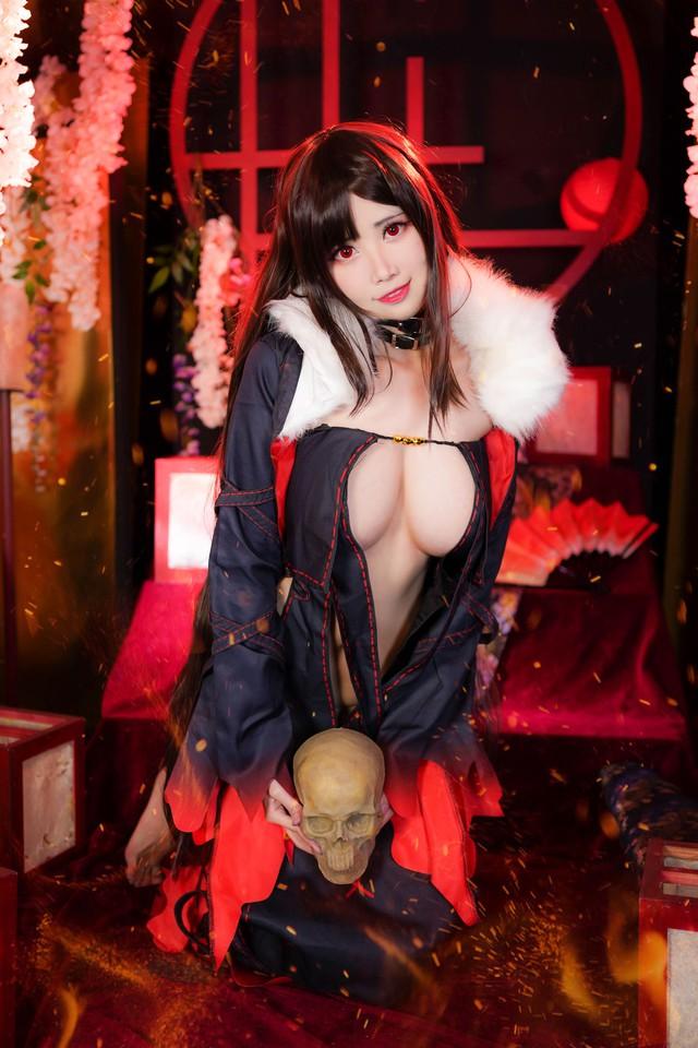 Sáng ra nạp vitamin cho mắt với loạt ảnh cosplay nàng Ngu Cơ trong game Fate/Grand Order quá đỗi nóng bỏng - Ảnh 4.