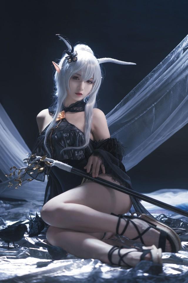 Nàng Shining trong Arknights xinh đẹp và gợi cảm như này bảo sao được lòng game thủ đến thế! - Ảnh 2.