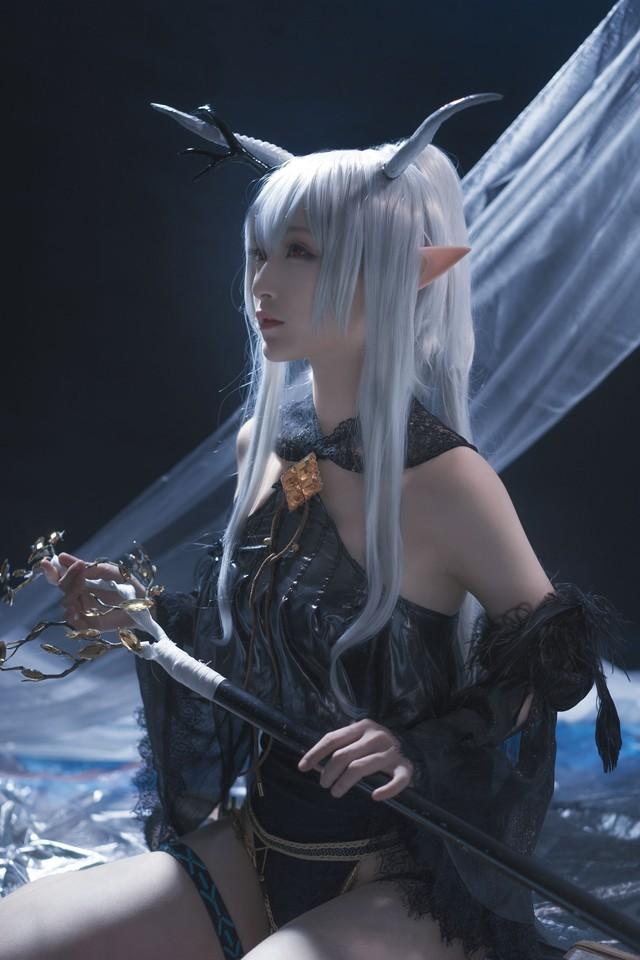Nàng Shining trong Arknights xinh đẹp và gợi cảm như này bảo sao được lòng game thủ đến thế! - Ảnh 13.