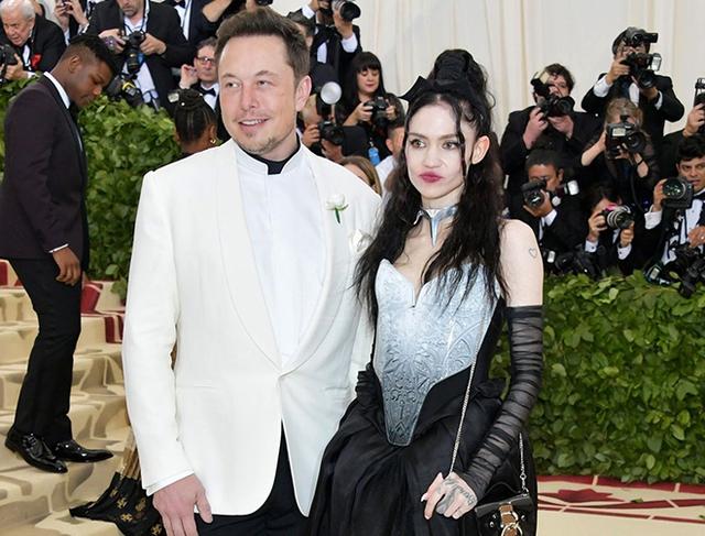 Bạn gái bảo Elon Musk hay trẻ trâu trên MXH, dân tình rần rần phản đối, hài hước bảo rằng cứ nhìn giá Bitcoin là biết - Ảnh 1.