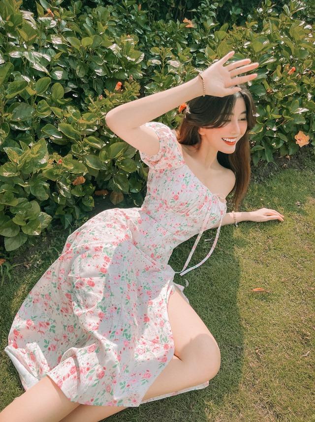 """Mặc váy xẻ tà quá sâu, hot girl Võ Ngọc Trân bị nhắc nhở vì pha hớ hênh suýt """"lộ hàng"""" - Ảnh 7."""
