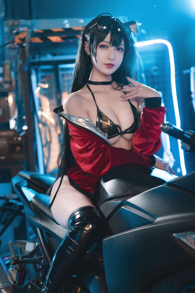 Ngắm nàng Taihou trong Azur Lane cưỡi môtô thôi mà anh em cũng phải thở hổn hển vì mất sức - Ảnh 4.