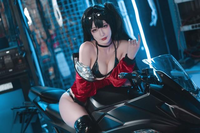 Ngắm nàng Taihou trong Azur Lane cưỡi môtô thôi mà anh em cũng phải thở hổn hển vì mất sức - Ảnh 5.