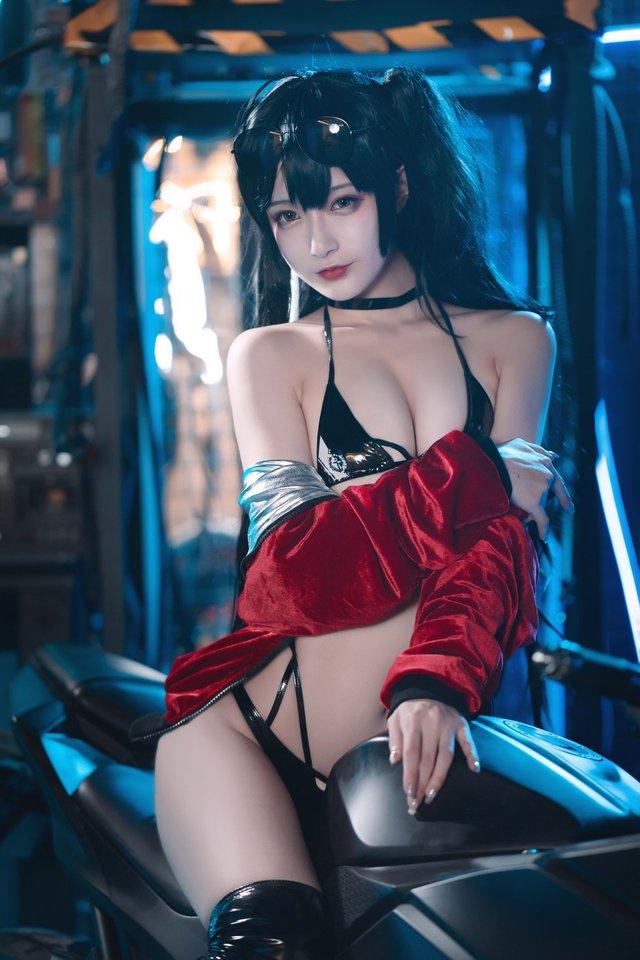 Ngắm nàng Taihou trong Azur Lane cưỡi môtô thôi mà anh em cũng phải thở hổn hển vì mất sức - Ảnh 7.