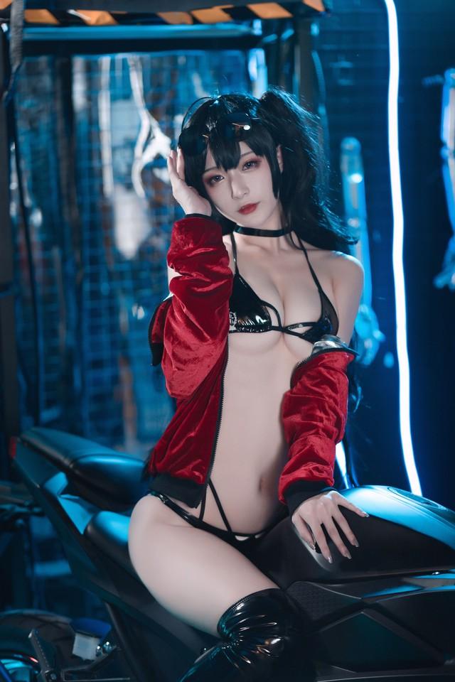Ngắm nàng Taihou trong Azur Lane cưỡi môtô thôi mà anh em cũng phải thở hổn hển vì mất sức - Ảnh 8.