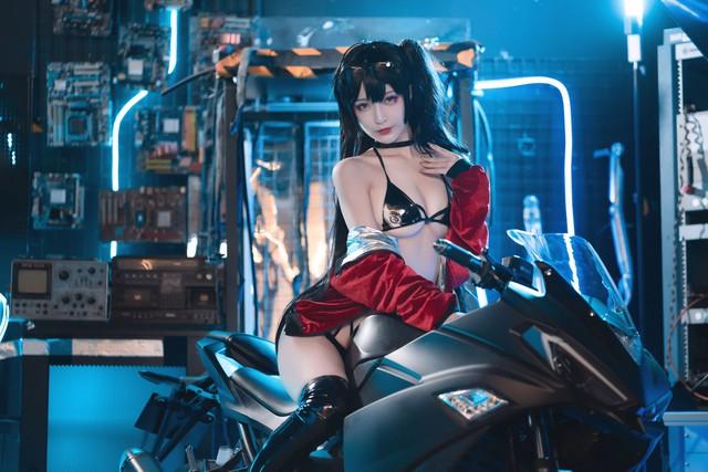 Ngắm nàng Taihou trong Azur Lane cưỡi môtô thôi mà anh em cũng phải thở hổn hển vì mất sức - Ảnh 10.
