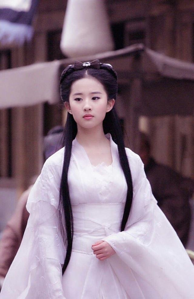 Lưu Diệc Phi suýt bị Tiểu Long Nữ lấy mạng 3 lần, may mắn thoát chết nhưng gặp di chứng tàn tật vĩnh viễn - Ảnh 1.