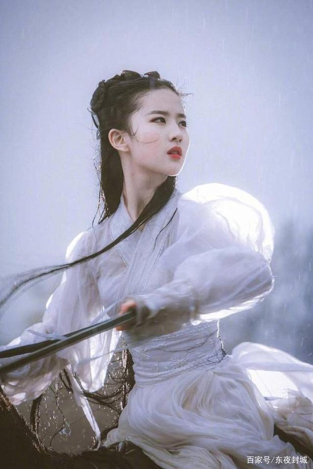Lưu Diệc Phi suýt bị Tiểu Long Nữ lấy mạng 3 lần, may mắn thoát chết nhưng gặp di chứng tàn tật vĩnh viễn - Ảnh 2.